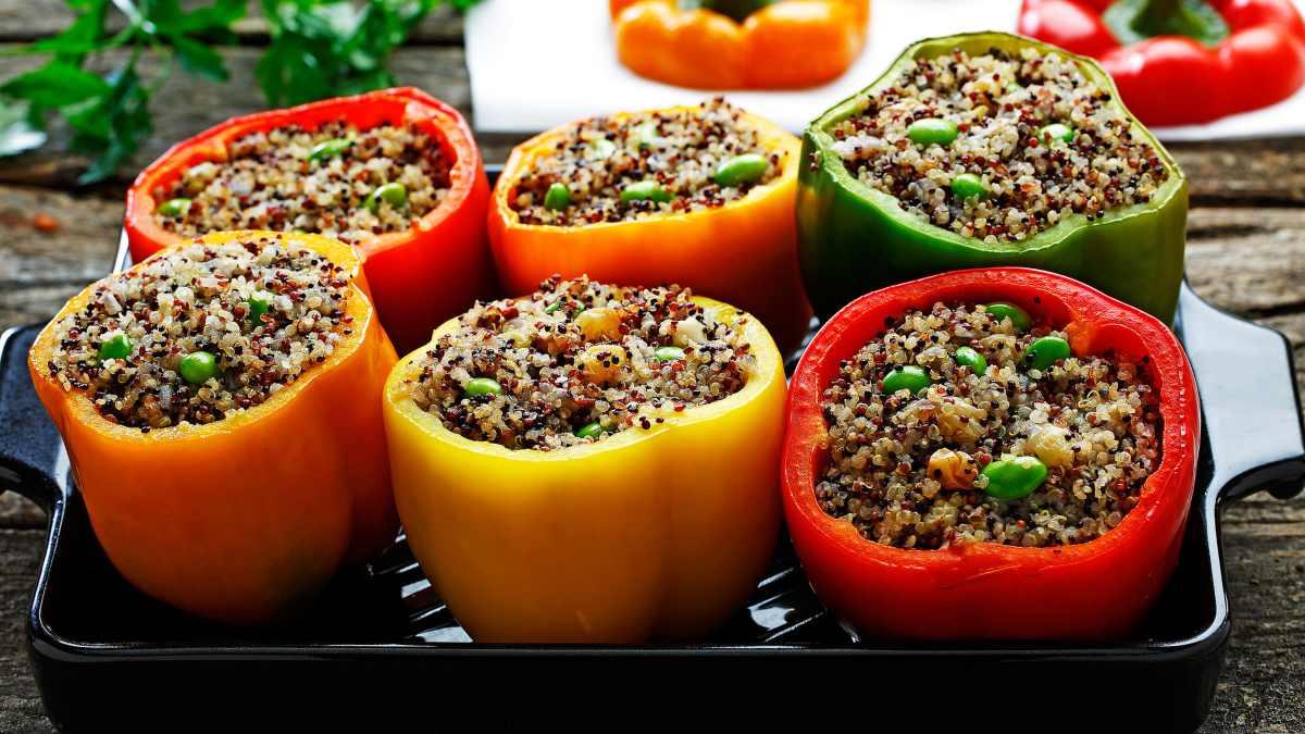 Pimientos rellenos de quinoa, un plato muy saludable y sencillo de preparar